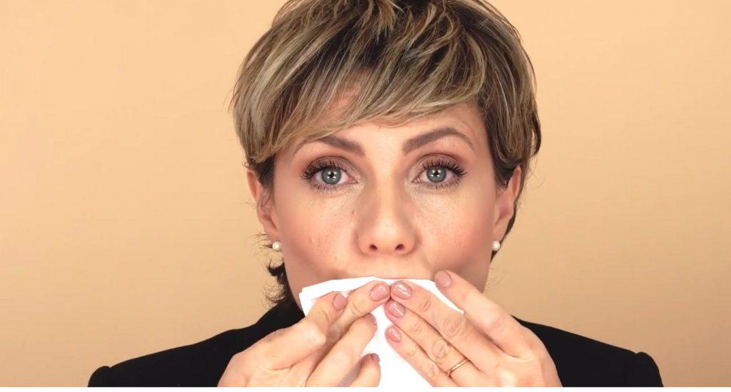 Maquillaje para labios finos tutorial retirar exceso de hidratante