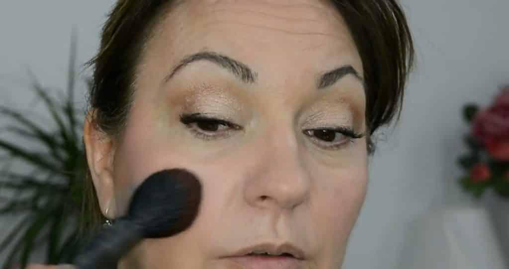 Maquillaje de verano para pieles maduras ¡Tutorial! Rubor en polvo