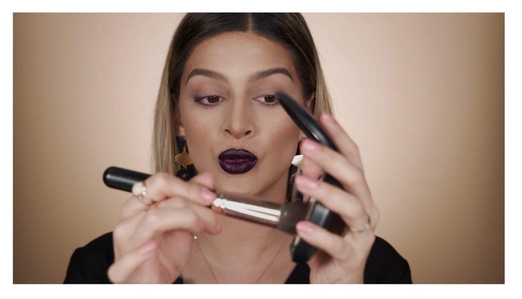 Maquillaje paso a paso para unos labios perfectos 2020 con Mariana Zambrano dar pequeños toques con la brocha