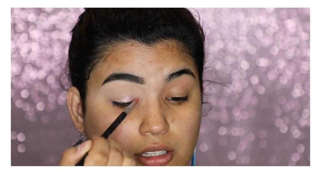 Aprende a hacer un maquillaje duradero para verano con este tutorial de Roccibella sombra en gel