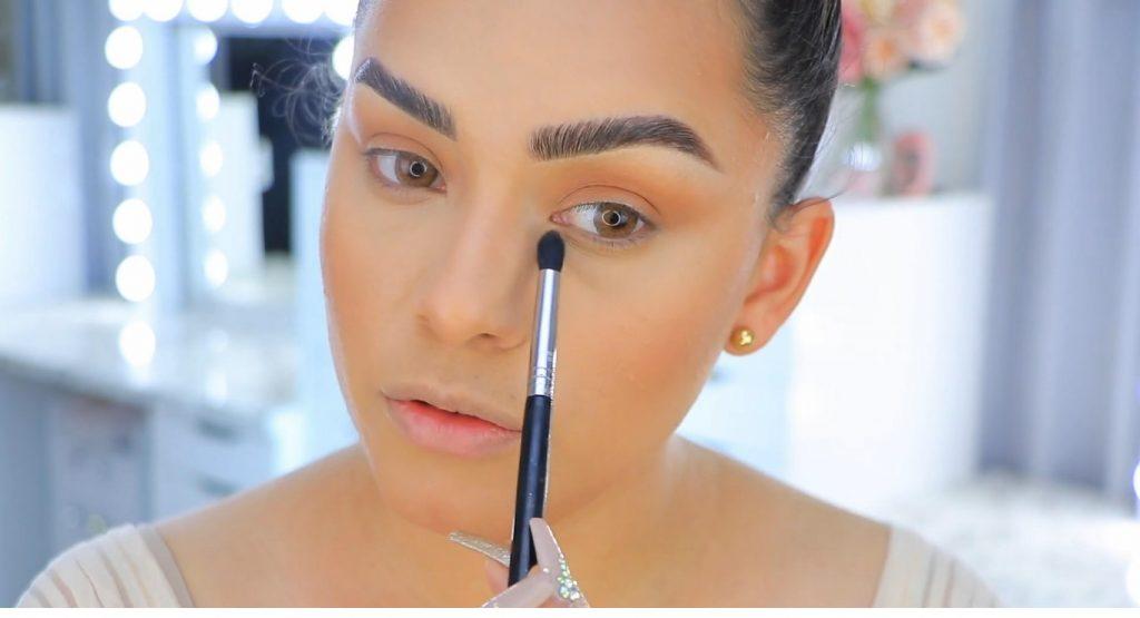 Aprende a maquillarte como Kendall y Kylie Jenner con Jeamileth Doll sombra en párpados inferiores