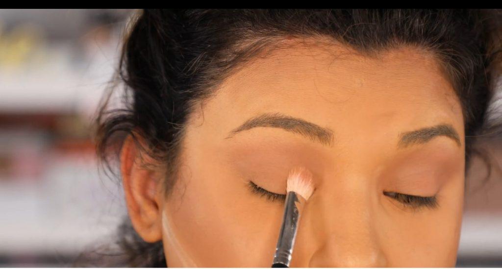 Atrévete a dar un cambio radical, con un maquillaje neutro y fácil de la mano de Roccibella sombra marrón