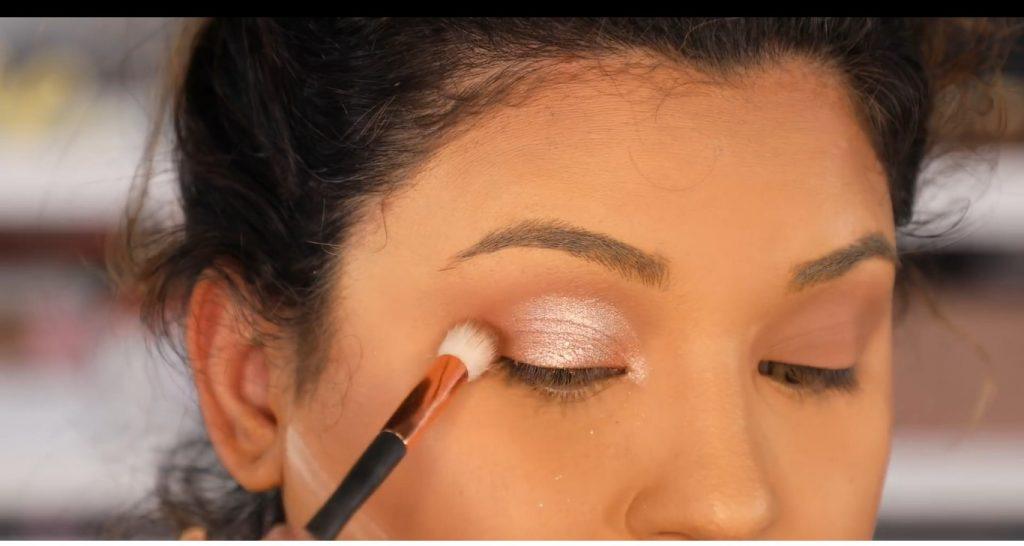 Atrévete a dar un cambio radical, con un maquillaje neutro y fácil de la mano de Roccibella sombra ladrillo para dar profundidad