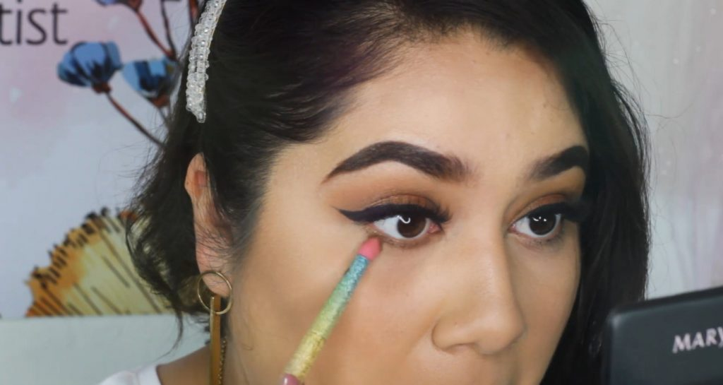 ¡Maquillaje básico con sombras Mary Kay! Tutorial aplica contorneador Ice Cocoa en la parte inferior del ojo
