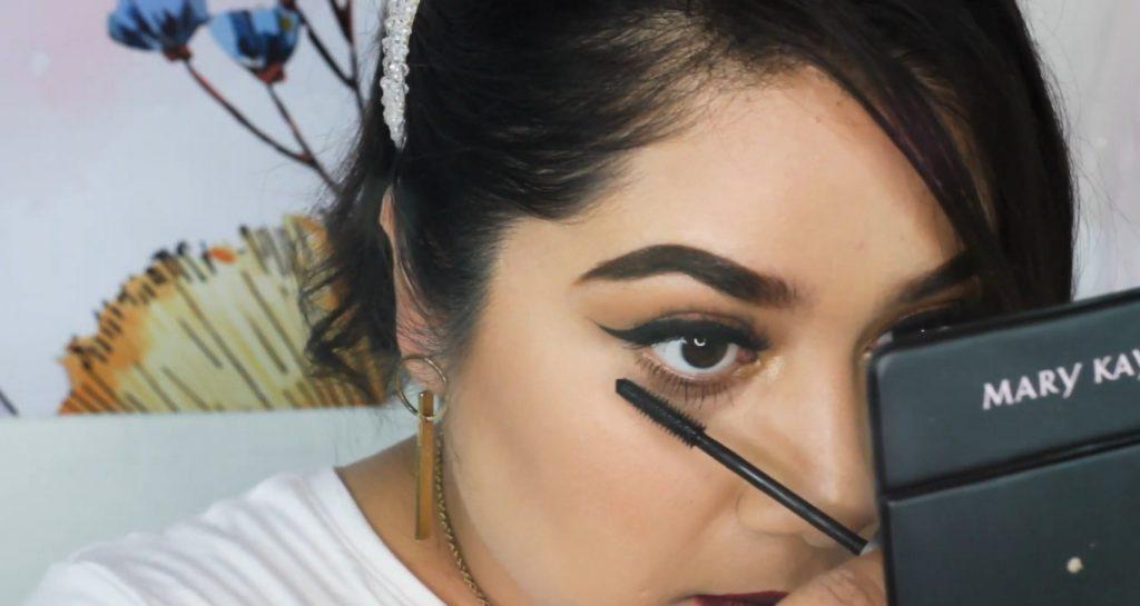 ¡Maquillaje básico con sombras Mary Kay! Tutorial aplicar máscara para pestañas en las pestañas inferiores