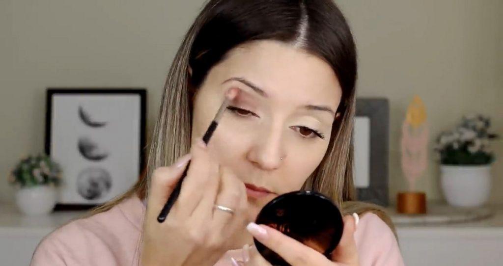 Maquillaje para el día probando productos Mary Kay ¡Nanu Makeup quedó impactada! Aplica sombra marrón