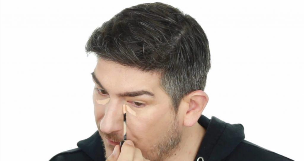 Conoce los productos Mary Kay de la mano de Martin Catalogne Makeup aplica el Mary Kay Undereye Corrector