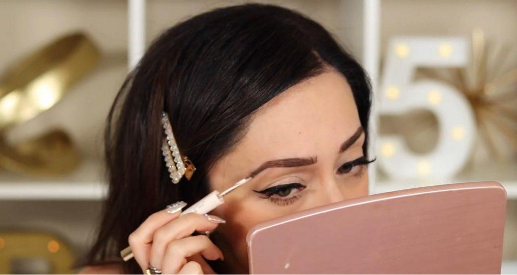 ¡Conoce Rare Beauty! La nueva línea de productos de Selena Gómez de la mano de Rosy McMichael aplicar el gel