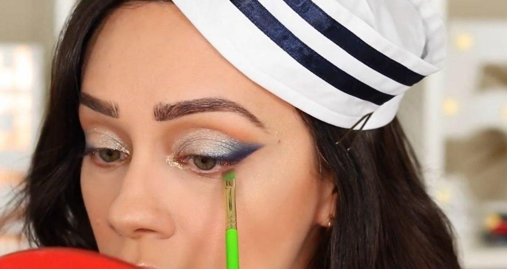 Conoce Sailor Collection, lo nuevo de Kylie Cosmetics, de la mano de Rosy McMichael delinea la parte inferior del ojo