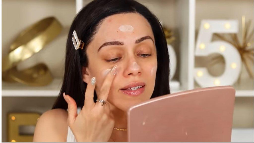 ¡Conoce Rare Beauty! La nueva línea de productos de Selena Gómez de la mano de Rosy McMichael aplicar el primer