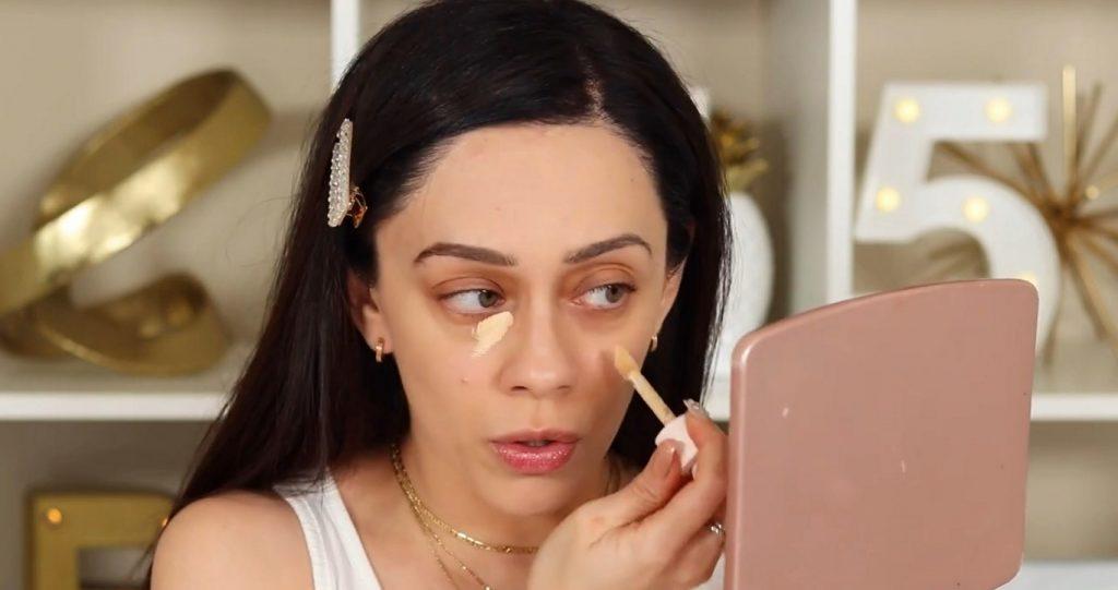 ¡Conoce Rare Beauty! La nueva línea de productos de Selena Gómez de la mano de Rosy McMichael aplicar corrector