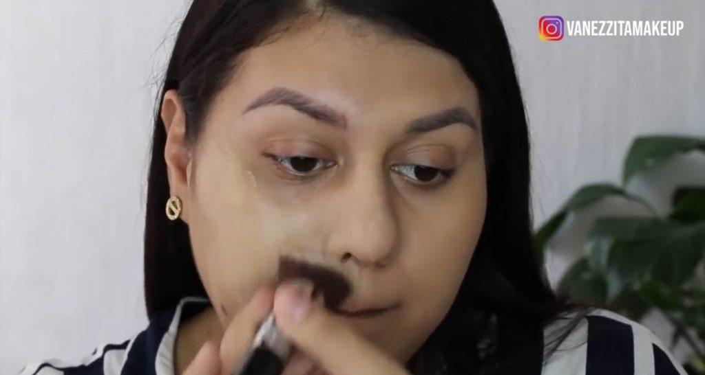 Con la base TimeWise de Mary Kay tu maquillaje durará impecable por más tiempo aplicación y difuminado con la brocha kabuki