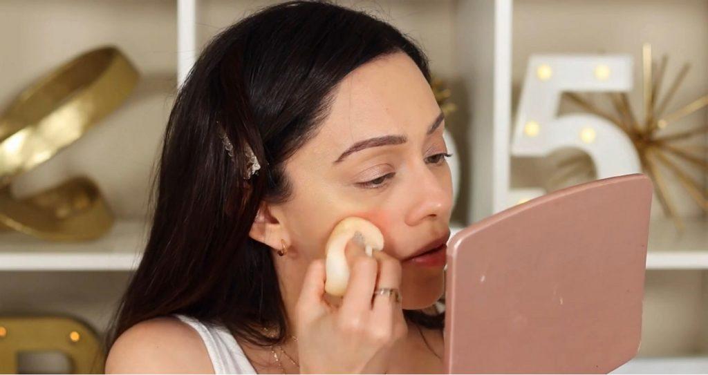 ¡Conoce Rare Beauty! La nueva línea de productos de Selena Gómez de la mano de Rosy McMichael difuminar rubor Joy