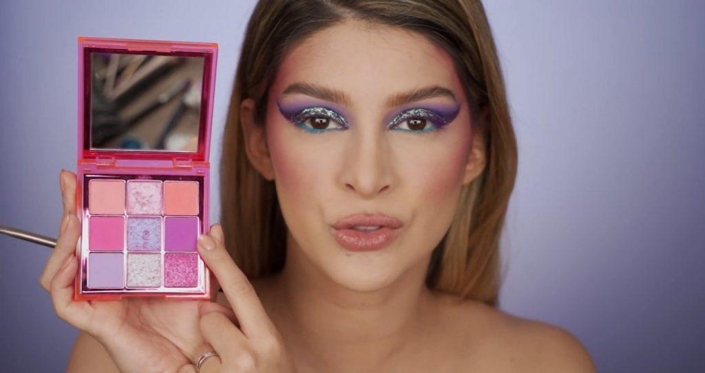 Aprende a hacer un maquillaje de fantasía de la mano de Mariana Zambrano ¡Tutorial! Sombra morado-fucsia