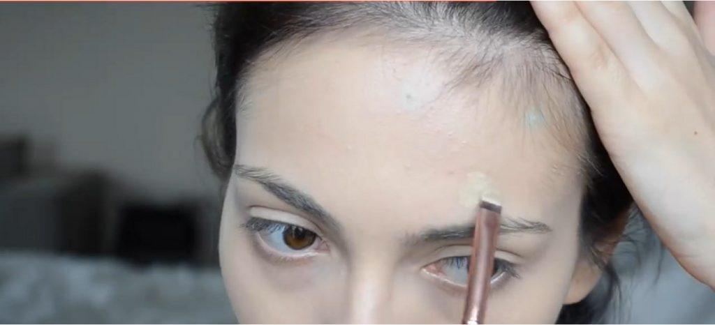 Maquillaje natural para la noche ¡Tutorial! Aplica corrector piel en imperfecciones