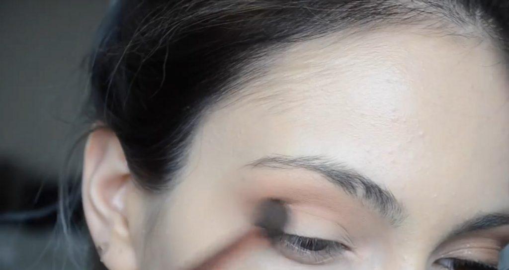 Maquillaje natural para la noche ¡Tutorial! Aplicar sombras en tonos morados