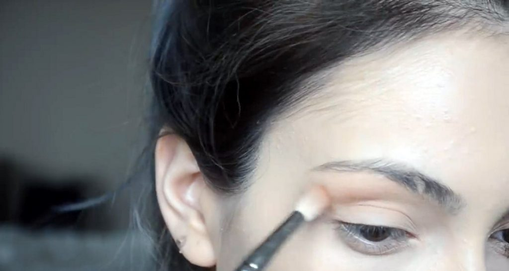 Maquillaje natural para la noche ¡Tutorial! Aplicar sombras en tono café oscuro y naranja