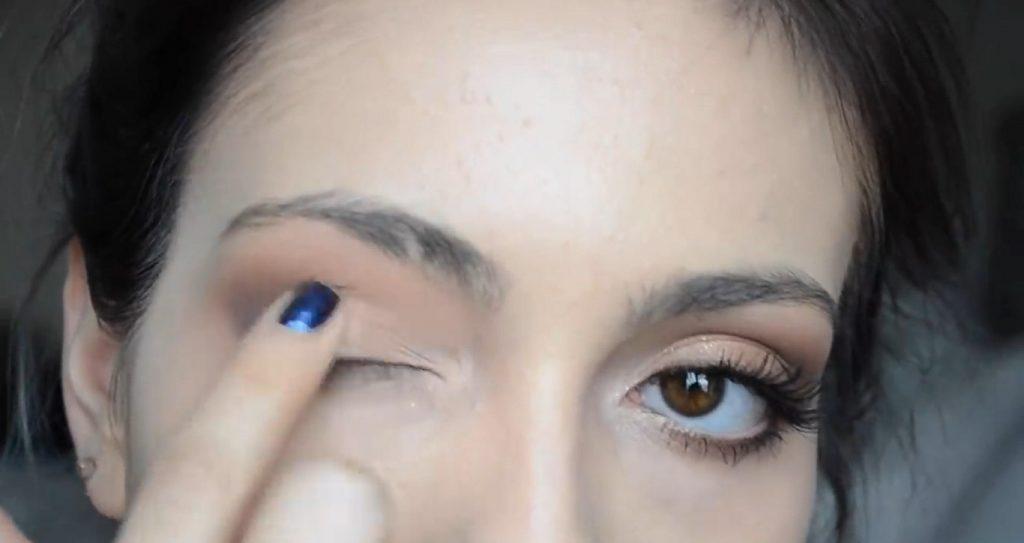 Maquillaje natural para la noche ¡Tutorial! Aplicar sombra en tono dorado metalizado