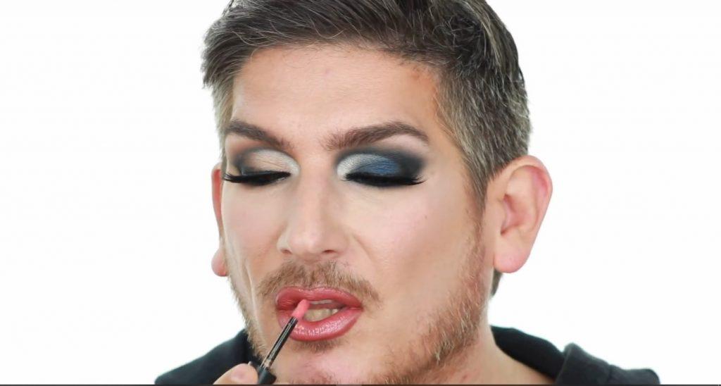 Conoce los productos Mary Kay de la mano de Martin Catalogne Makeup aplica el Lip Gloss