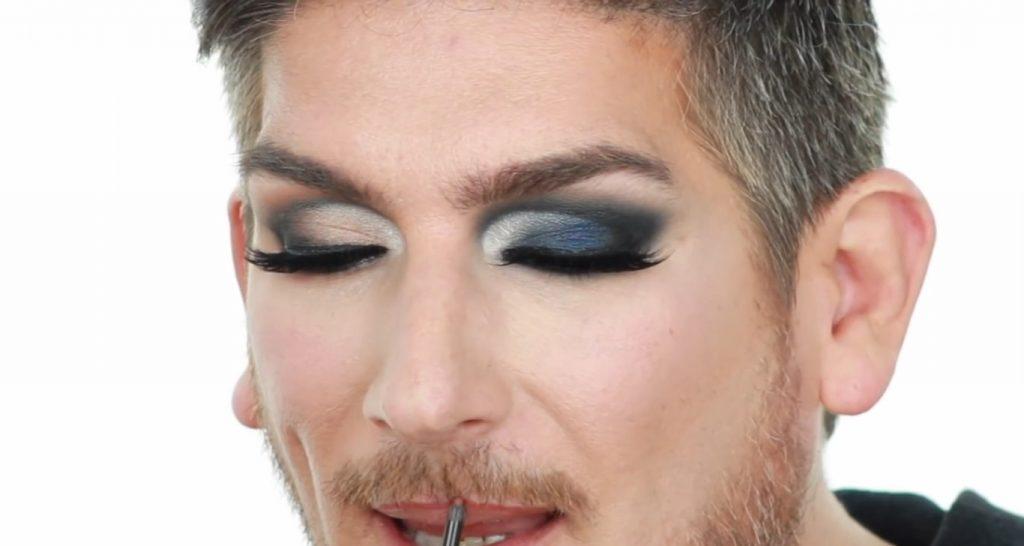 Conoce los productos Mary Kay de la mano de Martin Catalogne Makeup aplica el Lip Liner