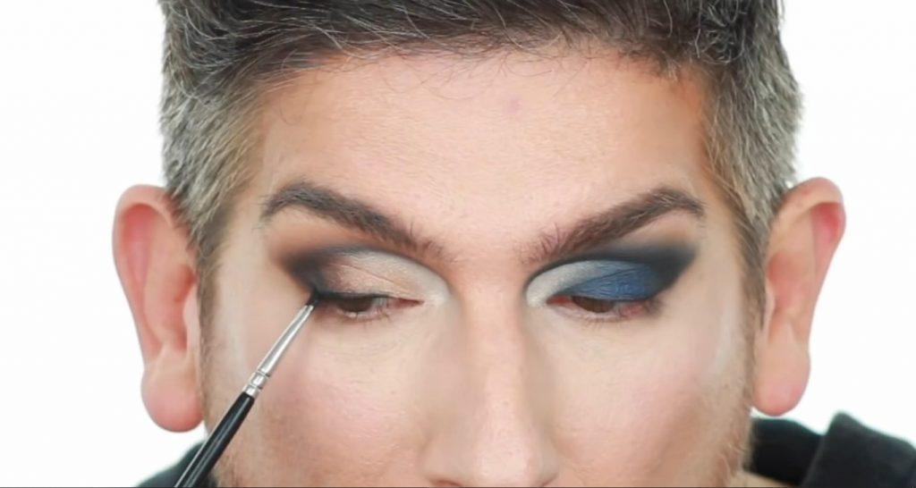 Conoce los productos Mary Kay de la mano de Martin Catalogne Makeup aplica el delineador en gel