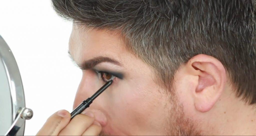 Conoce los productos Mary Kay de la mano de Martin Catalogne Makeup aplica el AT Play Eyeliner