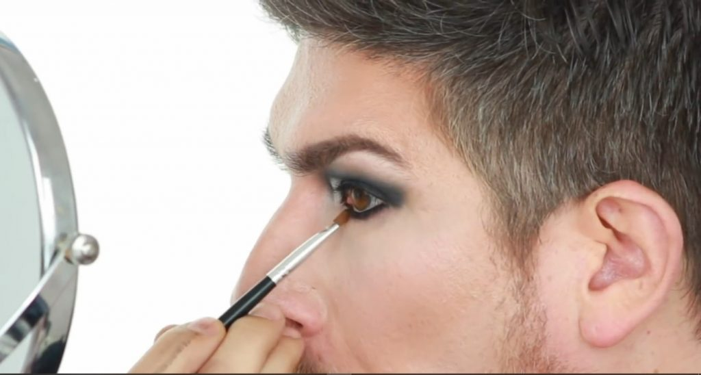 Conoce los productos Mary Kay de la mano de Martin Catalogne Makeup difuminar el delineado