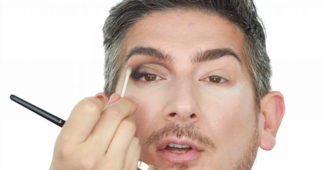 Conoce los productos Mary Kay de la mano de Martin Catalogne Makeup con un hisopo hacer un cut crease'
