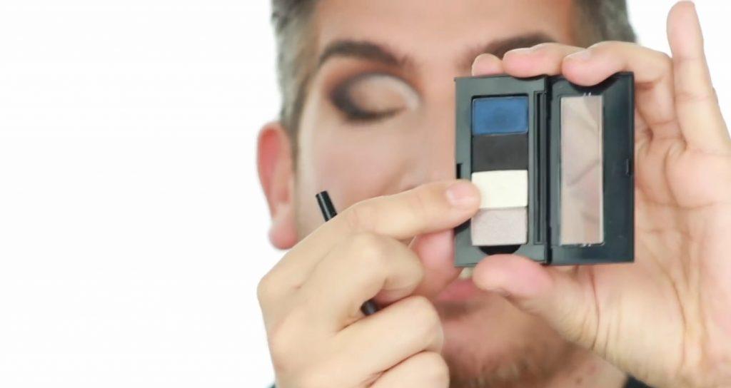 Conoce los productos Mary Kay de la mano de Martin Catalogne Makeup toma la sombra en el tono champagne