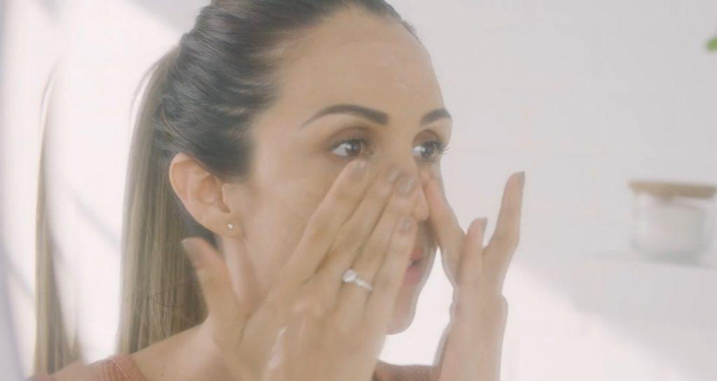 Rutina básica de día Mary Kay, un excelente tratamiento para el cuidado de la piel aplica la loción facial Regeneradora +C TimeWise