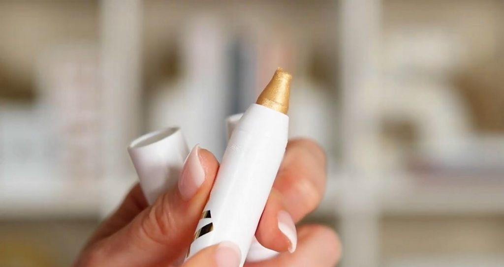 Conoce Sailor Collection, lo nuevo de Kylie Cosmetics, de la mano de Rosy McMichael iluminador en tono Sandy Cheeks