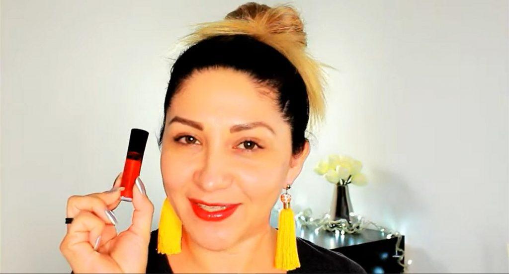 Conoce los beneficios de usar la CC Cream de Mary Kay aplicar labial líquido Mary Kay
