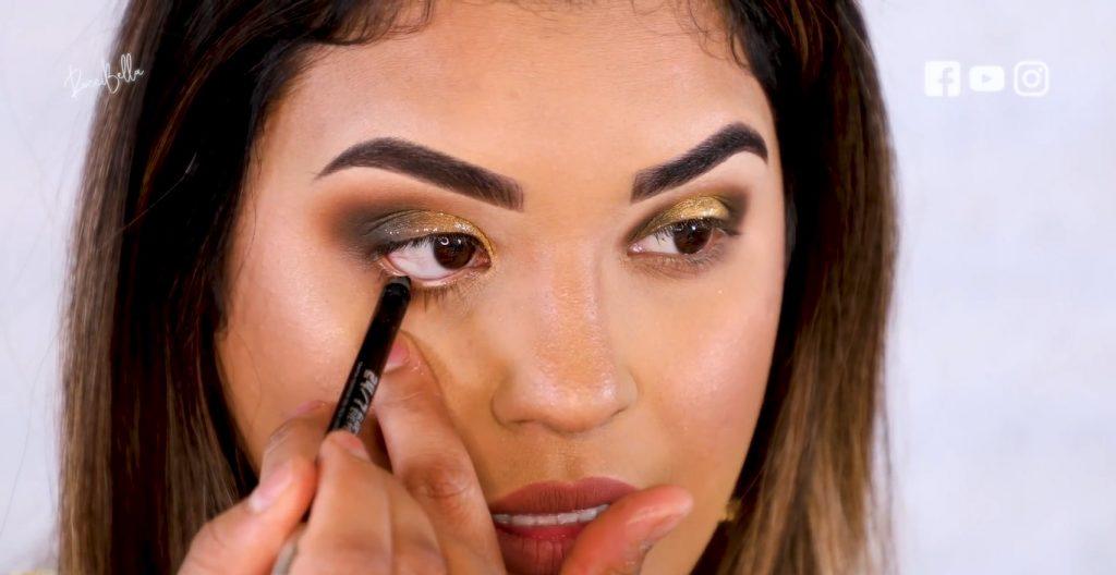 Aprende a aplicar las sombras para un maquillaje de noche, de la mano de Roccibella aplicar delineador