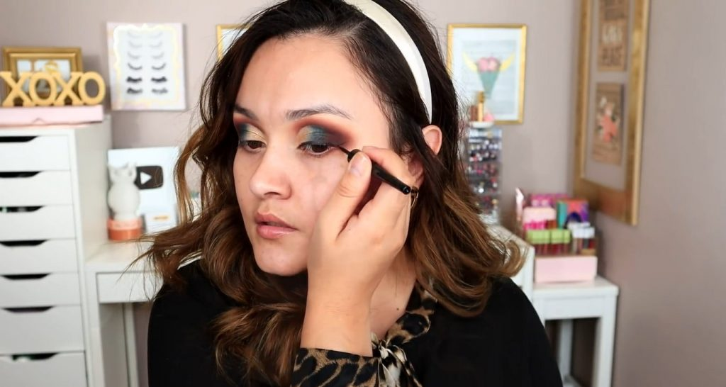 Maquillaje de noche solo con Mary Kay ¡Tutorial! De la mano de Monika Sanchez aplicar delineador
