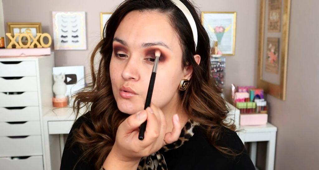 Maquillaje de noche solo con Mary Kay ¡Tutorial! De la mano de Monika Sanchez difuminar e integrar los trs tonos