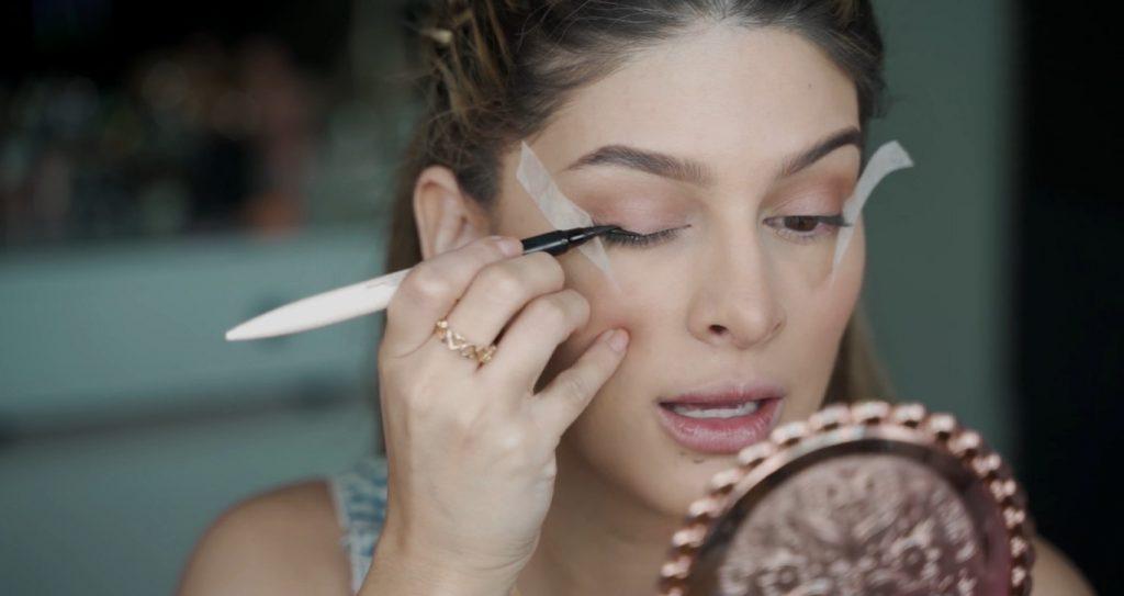 Maquillaje para principiantes paso a paso con Mariana Zambrano Aplicar delineador