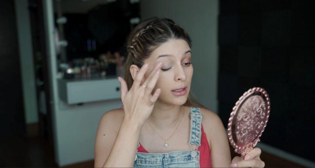 Maquillaje para principiantes paso a paso con Mariana Zambrano Difuminar el corrector