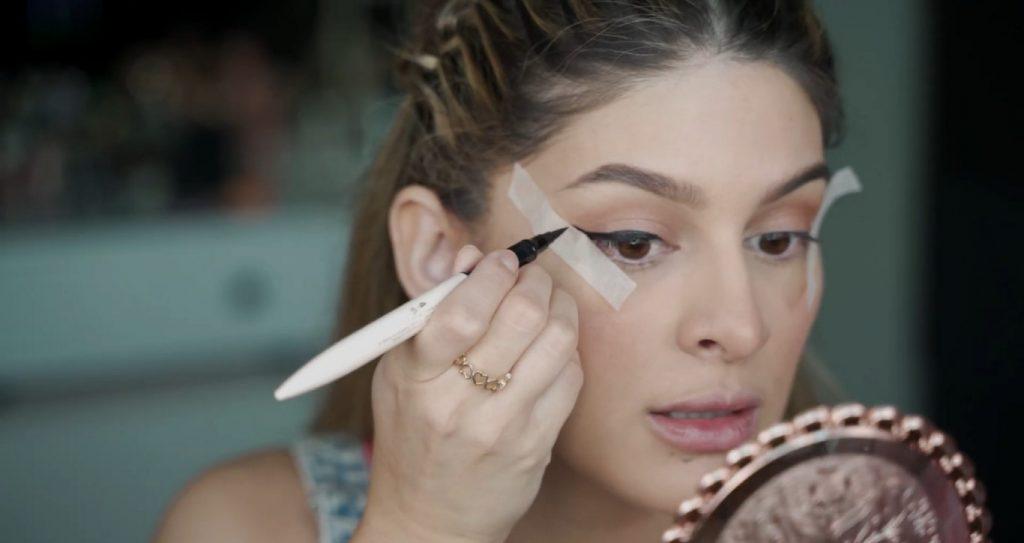 Maquillaje para principiantes paso a paso con Mariana Zambrano Hacer la colita con el delineador