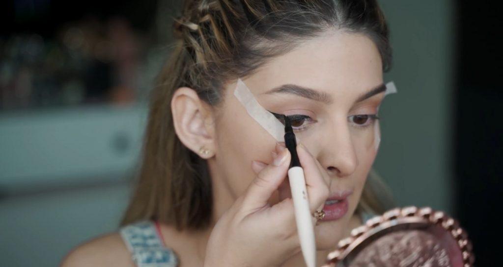 Maquillaje para principiantes paso a paso con Mariana Zambrano Hacer un delineado de gato sencillo