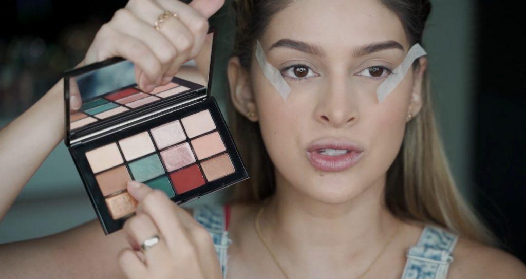 Maquillaje para principiantes paso a paso con Mariana Zambrano Sombra marrón marca NARS