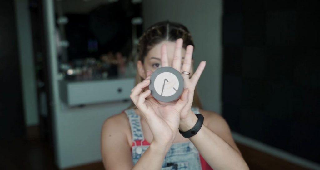 Maquillaje para principiantes paso a paso con Mariana Zambrano Polvos sueltos para sellar