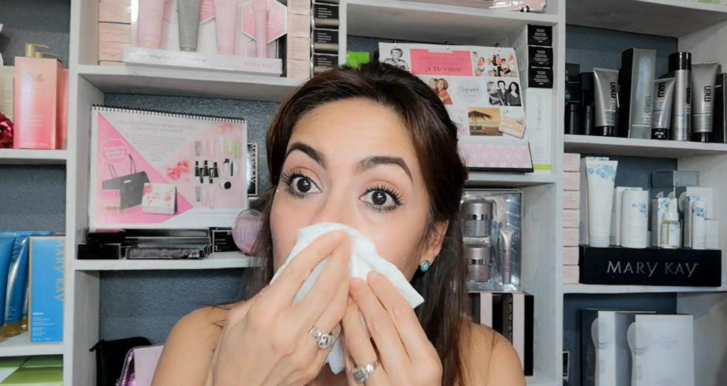Conoce Mary Kay Naturally, lo mejor para el cuidado de la piel Retirar el exfoliante con una toallita húmeda