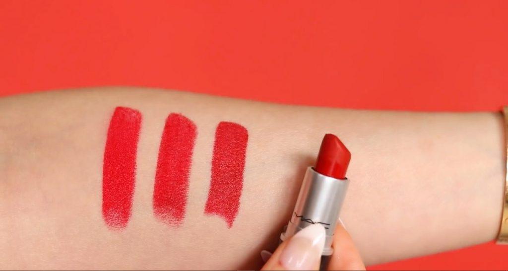 Rosalía y MAC ¡VIVA GLAM! Descubre de la mano de Rosy McMichael porqué este labial es tan famoso Comparar con el tono Russian Red