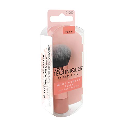 Real Techniques - Brocha profesional para base de maquillaje, tamaño mini de viaje (el color del mango y del embalaje pueden variar)